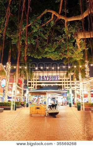 MIAMI, FL - 8 FEB: Bayside Marketplace bij nacht op 8 februari 2012 in Miami, Florida. Het is een festi