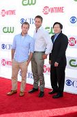 LOS ANGELES - JUL 29:  Scott Caan, Alex O'Loughlin, Masi Oka arrives at the CBS, CW, and Showtime 20