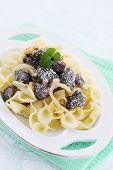 picture of crimini mushroom  - Pasta with braised morels in cream sauce - JPG