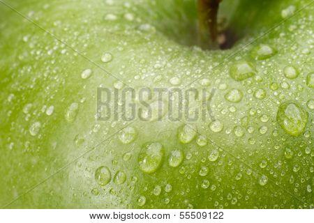 Verde maçã fresca com gotas de água