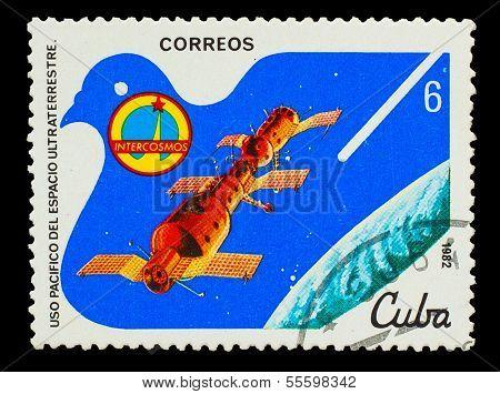 CUBA - CIRCA 1982: A stamp printed in CUBA, docking of spacecraf