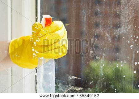 Cleaning Window Glass From Spray Bottle