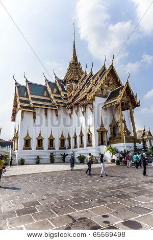 People Visit Phra Tinang Aporn Phimok Prasat Pavillion In The Grand Palace In Bangkok