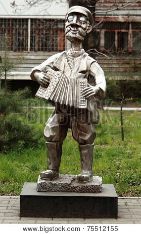 statue 'man with accordion' in Birobidzhan