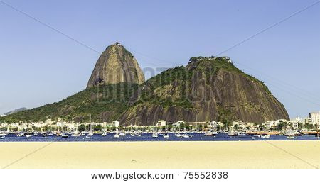 Brazil, Rio de Janeiro, Sugar Loaf Mountain - Pao de Acucar with the bay and Atlantic Ocean