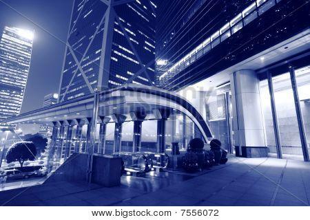 Centro de negocios en la noche