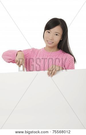 Beautiful Chinese Woman Holging A Blank Card