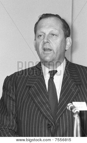 Sir Nigel Mobbs