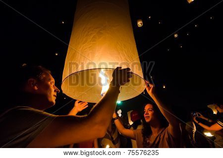 Chiang Mai Thailand-october 25 : Loy Krathong Festival. Unidentified  Tourists Lights Floating Ballo