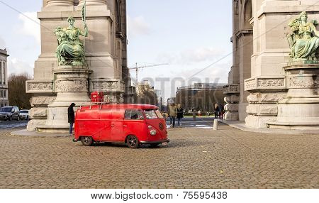 Old Fashion Vw Transporter Camper