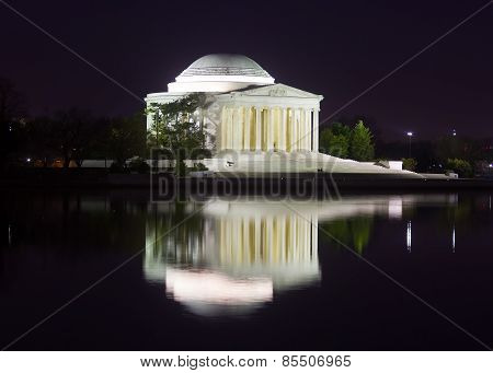 Thomas Jefferson Memorial at nigt.