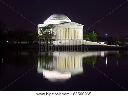 Thomas Jefferson Memorial at nigt.