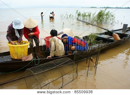 Asian Fisherman, Tri An Lake, River Fish