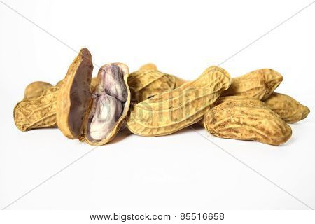 Boiled peanuts are a shell to show the seeds inside