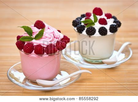 Frozen yogurt with berries