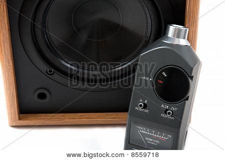 Alto-falante e decibelímetro