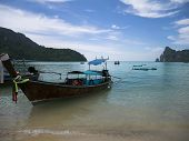 image of phi phi  - Ko Phi Phi Don is an island of the Phi Phi archipelago - JPG