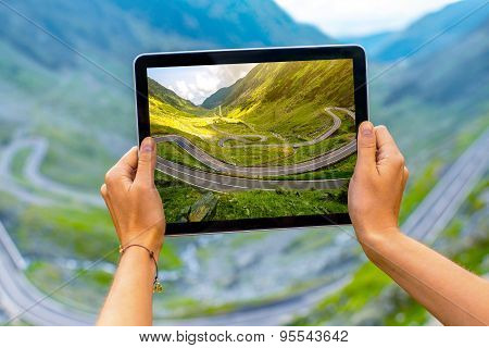 Tablet with serpentine road