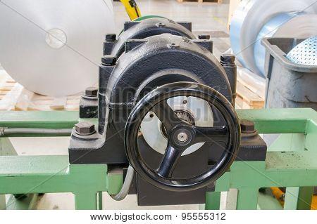 Adjusting Wheel