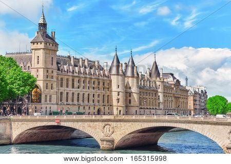 Paris, France - July 04, 2016 : Castle - Prison Concierges And Exchange Bridge On The Seine In Paris