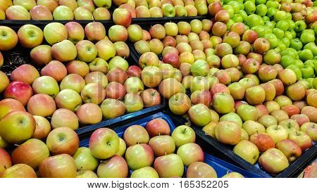Group of fresh organic apples in a marketplace