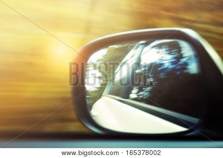 Images viewed through the glass when the car is running.