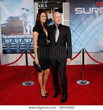 LOS ANGELES - SEPT 24: Bruce Willis and wife Emma Heming at the world premiere of 'Surrogates' on September 24, 2009 in Los Angeles, California