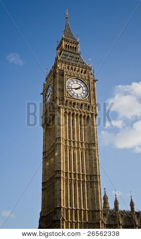 Vertical view of the Big Ben clock Tower