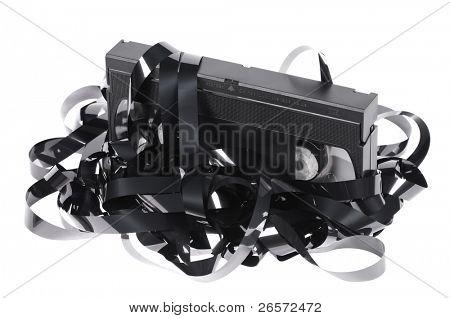 Vieja cinta de video vhs inutilizable aislada sobre fondo blanco