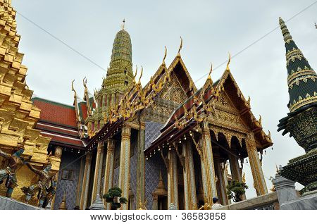stunning temple in Bangkok
