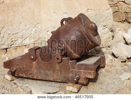 Old mortar gun