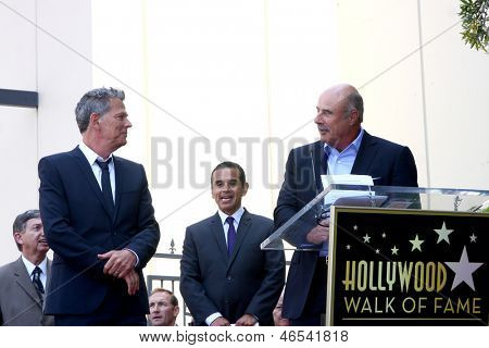 LOS ANGELES - 31 de maio: David Foster, Dr. Phil McGraw na caminhada de Hollywood David Foster da estrela da fama