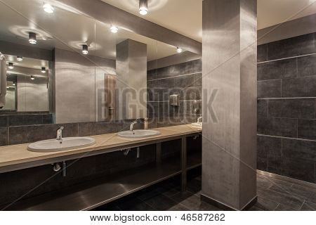 Woodland Hotel - Public Bathroom Interior