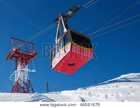 Aerial lift in the Alps