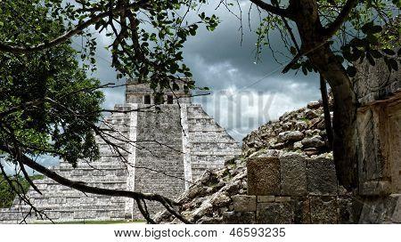 Kukulkan pyramid in Chichen Itza