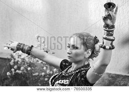 woman dancer tribal bellydance sagats