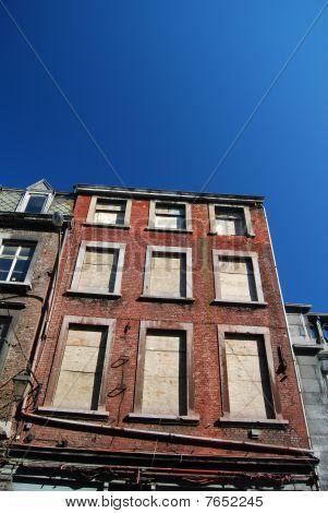 Condemn building