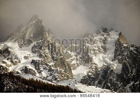 Aiguille du Blaitiere, to the left, 3522 m, and Aiguille du Plan, 3673 m, Aiguilles du Chamonix, Mont Blanc Massif, Alps, Chamonix, France