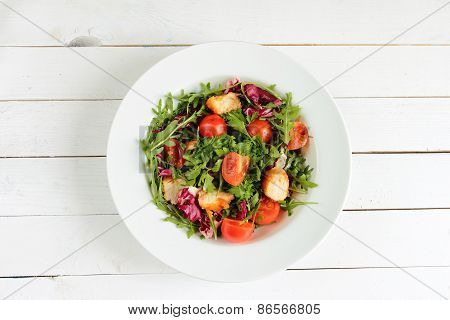 Spring salad with rucola and tomatos