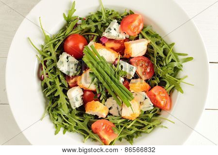 Rucola salad and chicken and tomato and cheese