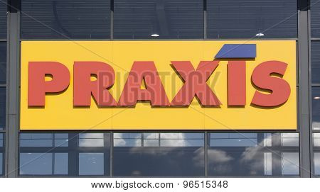 Praxis Full Do-it-yourself Center I