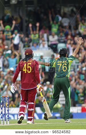 LONDON, ENGLAND - June 07 2013: Pakistan's Mohammad Irfan appeals for the wicket of Chris Gayle during the ICC Champions Trophy cricket match between Pakistan and The West Indies