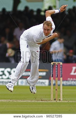 LONDON, ENGLAND. AUGUST 16 2012 England's Stuart Broad bowling during the third Investec cricket  test match between England and South Africa, at Lords Cricket Ground