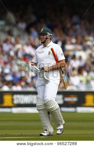 LONDON, ENGLAND. AUGUST 16 2012 South Africa's Graeme Smith walks off after being dismissed during the third Investec cricket  test match between England and South Africa, at Lords Cricket Ground