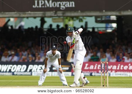 LONDON, ENGLAND. AUGUST 19 2012 South Africa's Dale Steyn bowling during the third Investec cricket  test match between England and South Africa, at Lords Cricket Ground