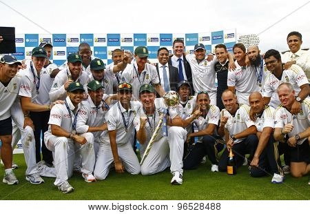 LONDON, ENGLAND. AUGUST 20 2012 South Africa with the Mace for becoming the No1 test team in the world after winning the third Investec cricket  test match between England and South Africa
