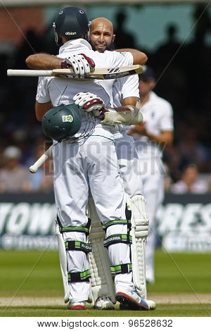 LONDON, ENGLAND. AUGUST 19 2012 South Africa's AB de Villiers celebrates with South Africa's Hashim Amla during the third Investec cricket  test match between England and South Africa