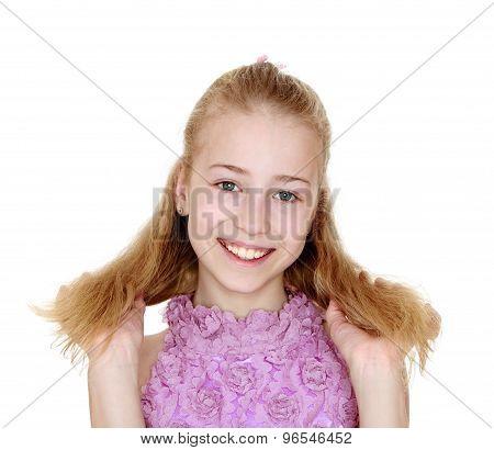 Girl blonde straightens hair