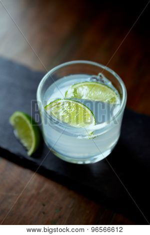 Gin Tonic wit Lime Wedges