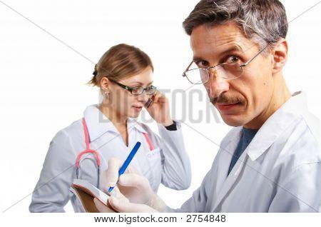Trabajo en equipo del médico. Aislado.